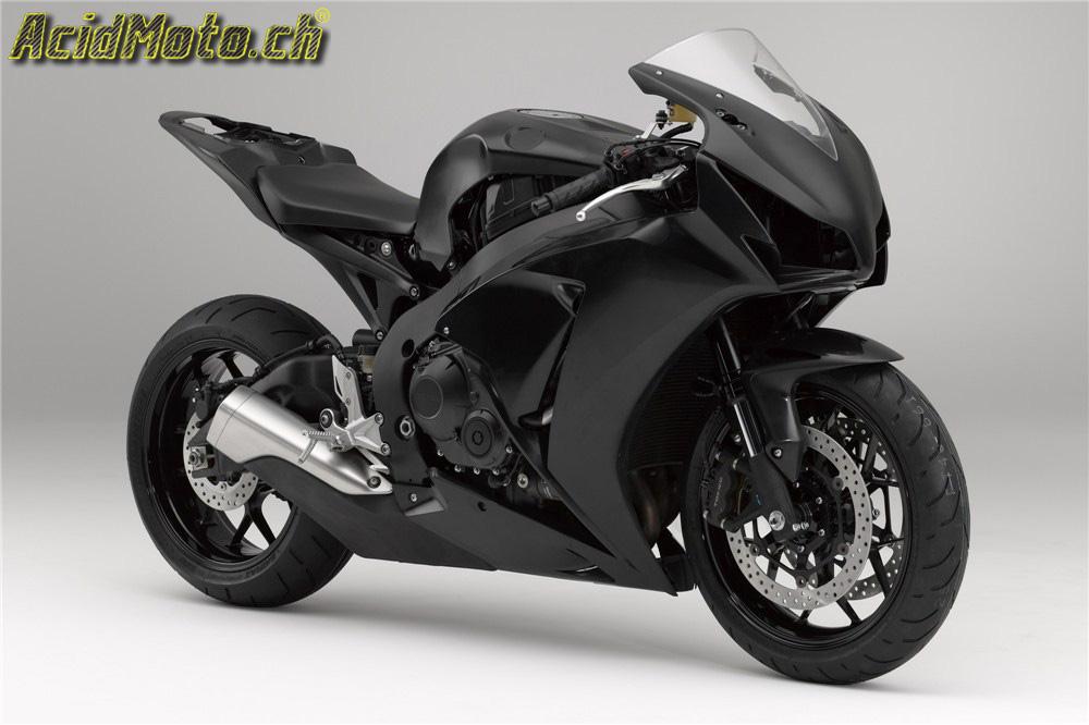 une moto de course livr e par une usine a ressemble. Black Bedroom Furniture Sets. Home Design Ideas