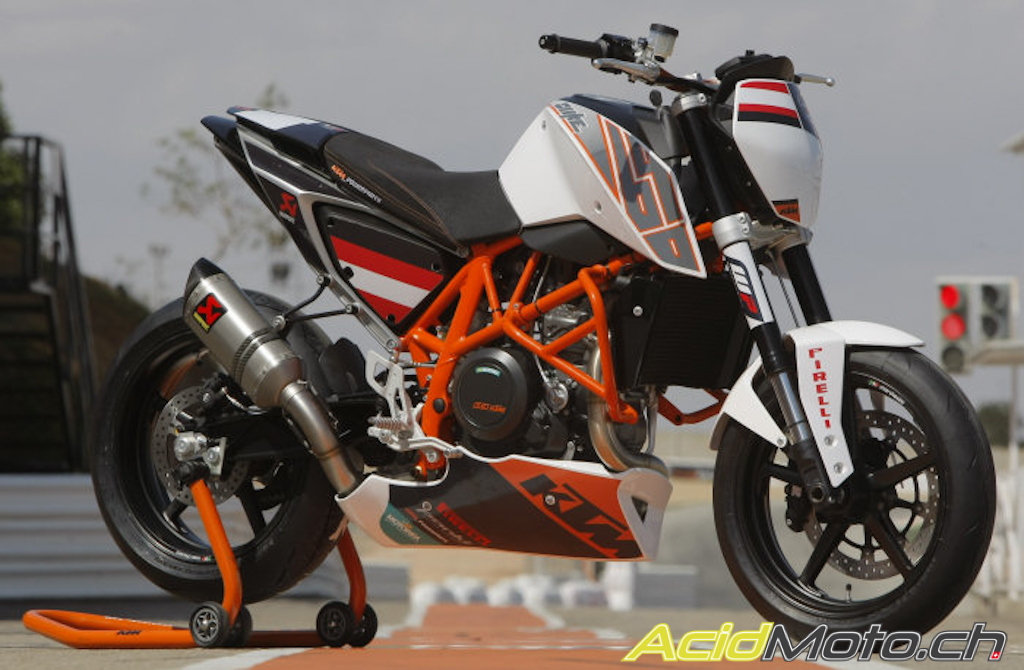 la ktm 690 duke track 2012 l 39 arme des rookies. Black Bedroom Furniture Sets. Home Design Ideas