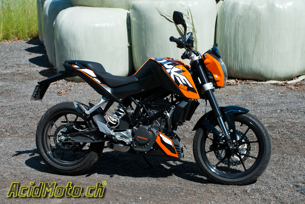 ktm duke 125 ne croquez pas l orange sanguine le site suisse de l 39 information moto. Black Bedroom Furniture Sets. Home Design Ideas
