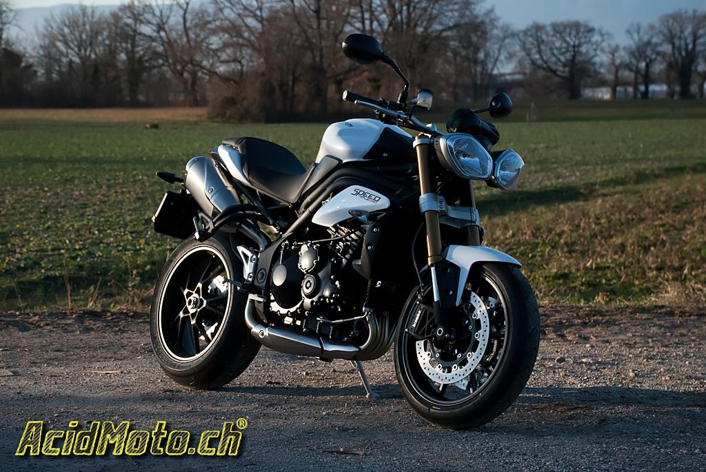 speed triple 2011 coup de speed le site suisse de l 39 information moto. Black Bedroom Furniture Sets. Home Design Ideas