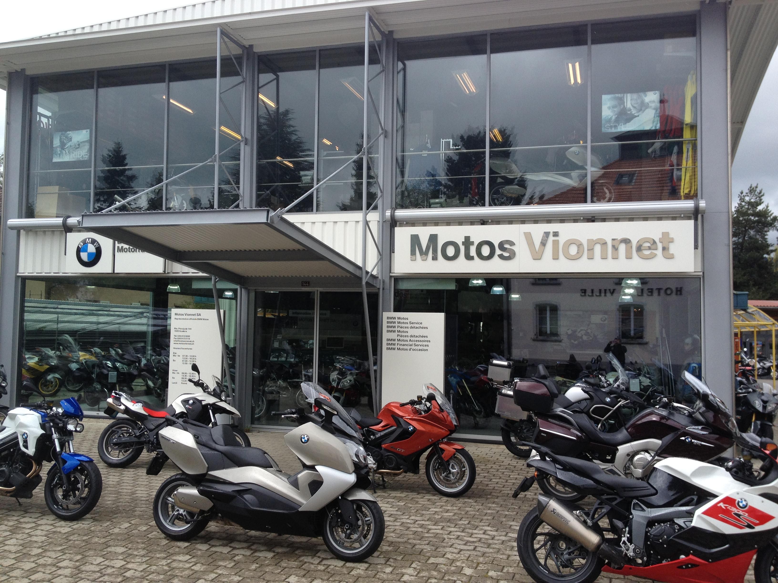 motos vionnet sa trois marques europ ennes en exposition. Black Bedroom Furniture Sets. Home Design Ideas