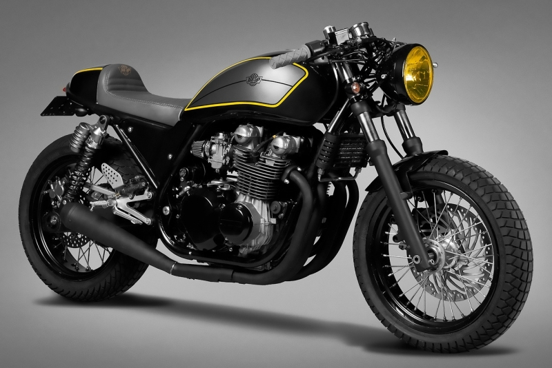Kawasaki zephyrus 750 fa on caf racer by ton up garage for Garage preparation moto