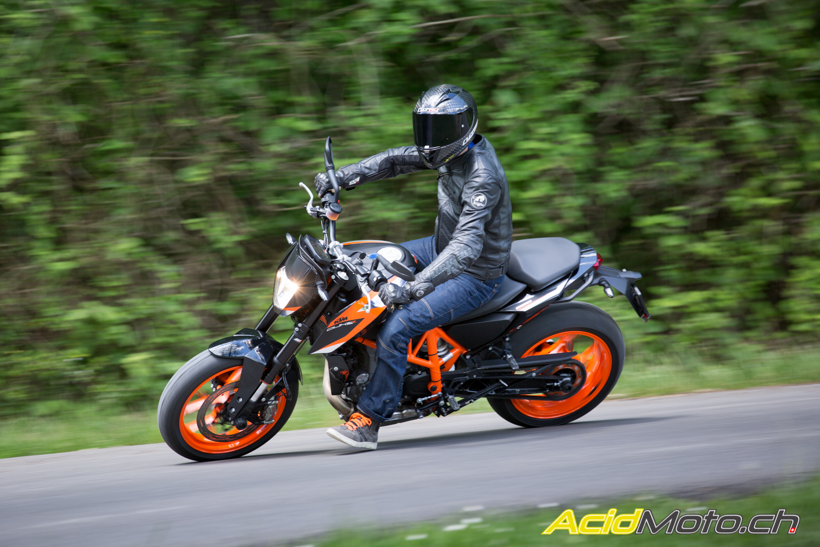 essai ktm 690 duke r 2016 gniahahaha page 2 sur 2 le site suisse de l. Black Bedroom Furniture Sets. Home Design Ideas