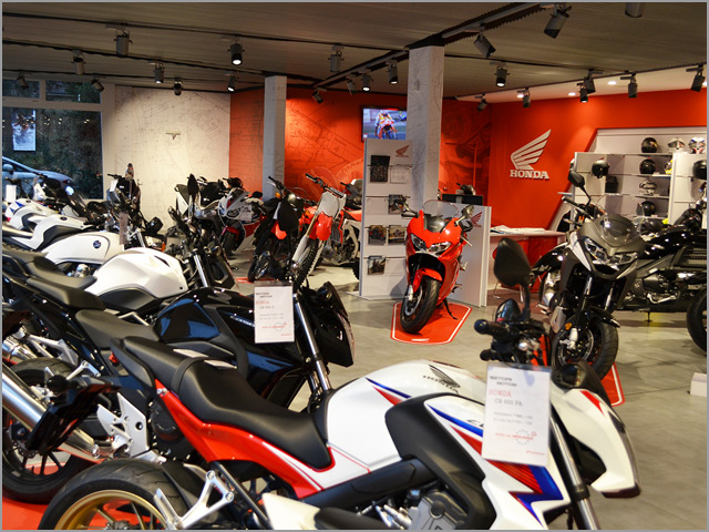 Ristori motos gen ve inaugure son garage aux normes for Ouvrir son garage moto