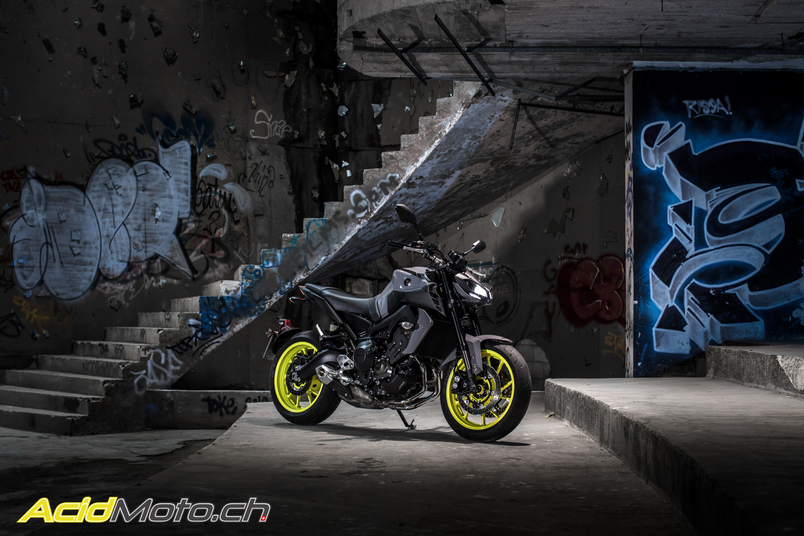 essai yamaha mt 09 2017 style transgressif pour roadster. Black Bedroom Furniture Sets. Home Design Ideas