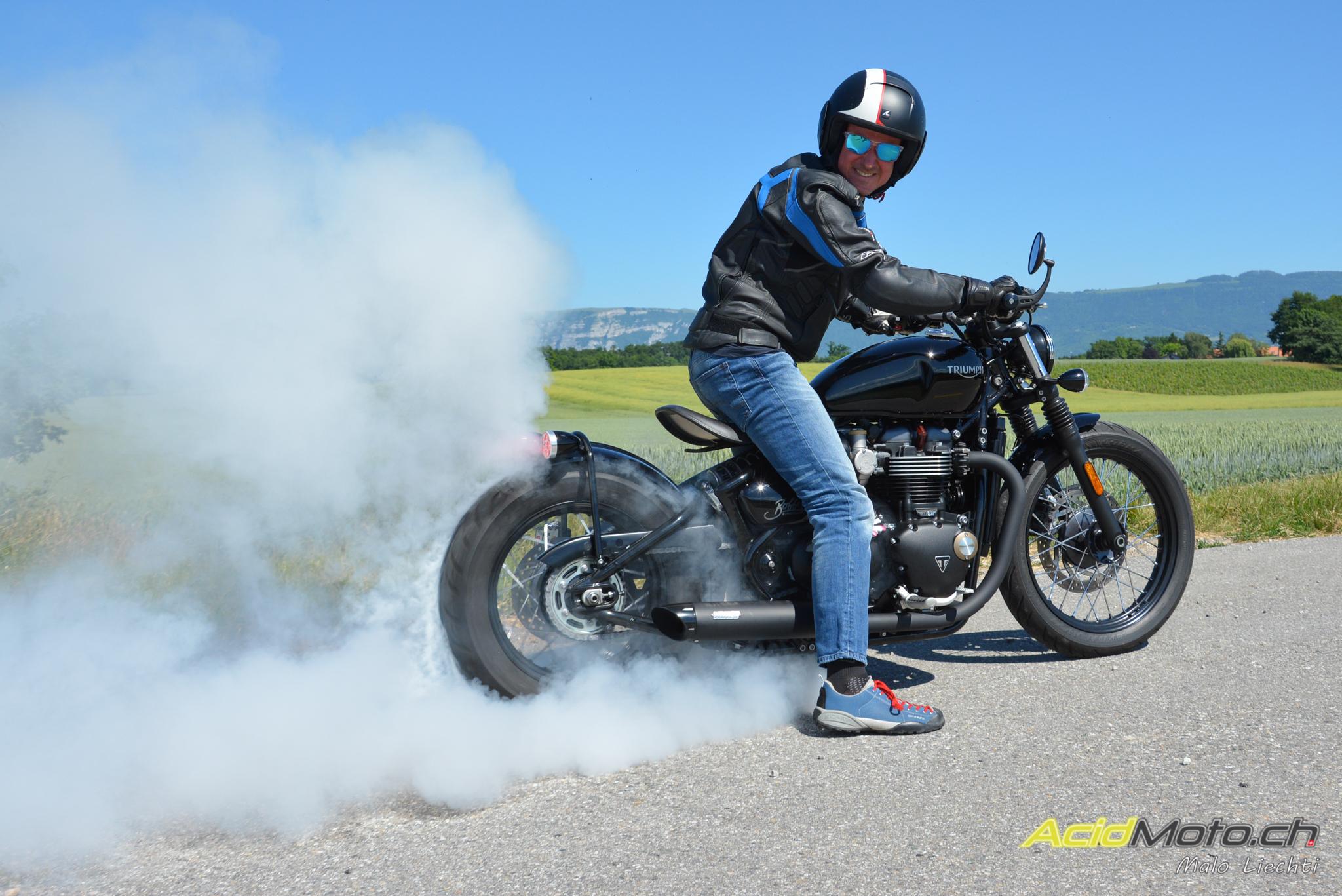 essai triumph bobber 1200 burn to be wild le site suisse de l 39 information moto. Black Bedroom Furniture Sets. Home Design Ideas