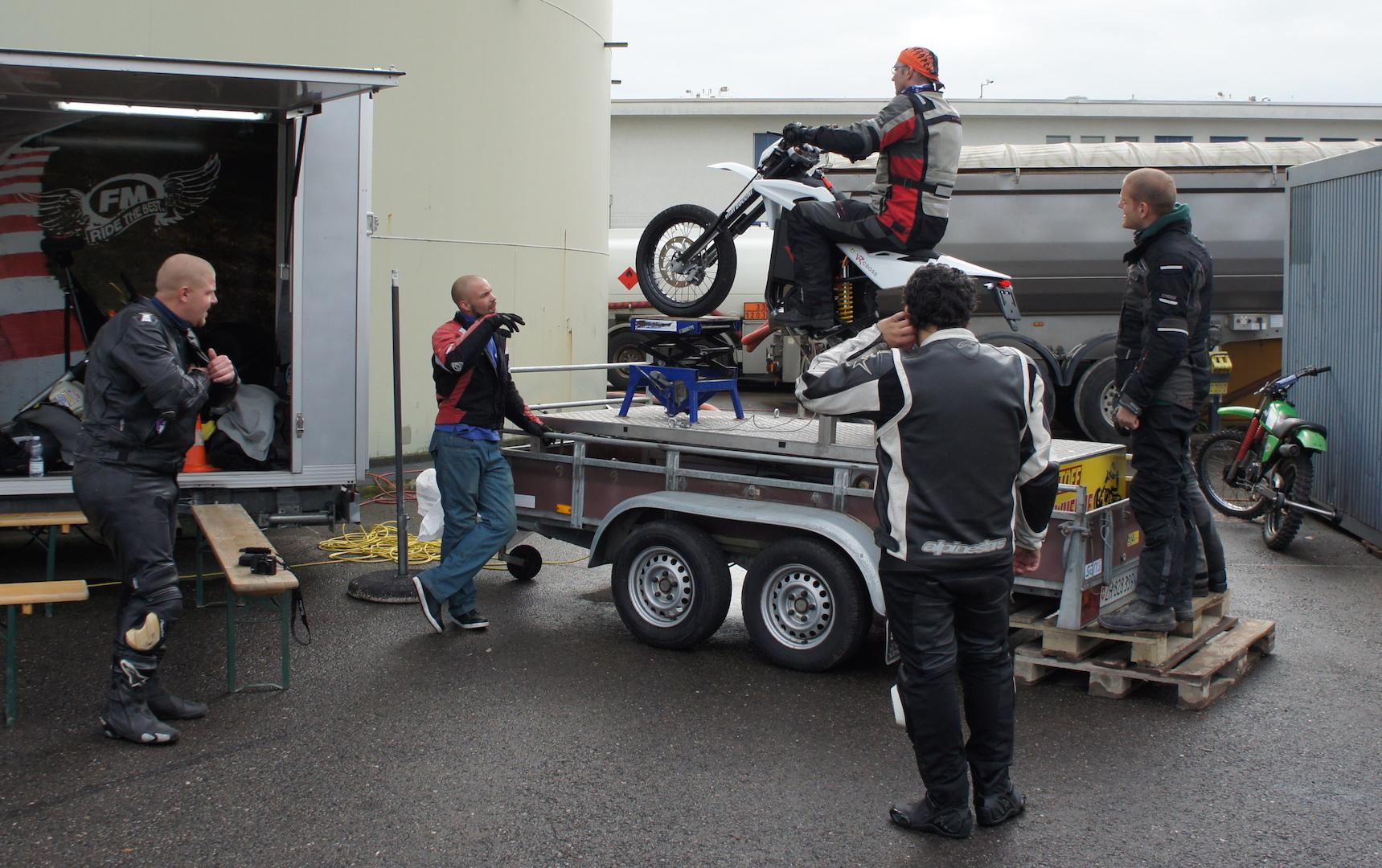 cours wheeling avec l 39 cole fm mannhard le site suisse de l 39 information moto. Black Bedroom Furniture Sets. Home Design Ideas