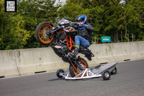 Swiss Stunt Riding School - On s'est installé sur les bancs de l'école de Jonathan Grossenbacher