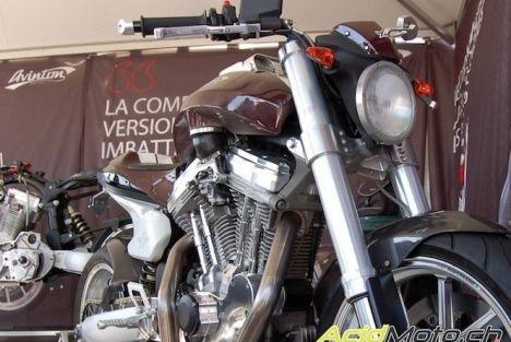 Présentation du Café-Racer Avinton lors de l'évènement moto de l'année 2012