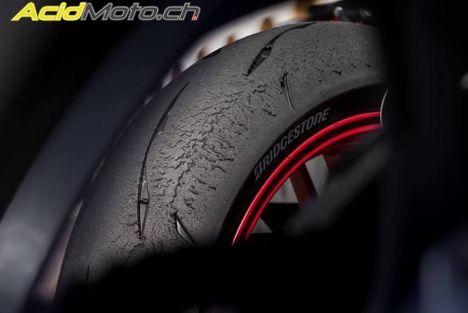 Essai du pneu Bridgestone R11 - Pneu 100% Racing mais homologué route