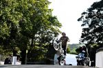 Dougie Lampkin a parcouru le tracé du TT… en wheeling !