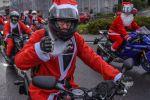 A Neuchâtel les pères Noël arrivent à moto