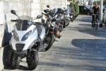 Les trottoirs genevois continueront d'accueillir les deux-roues motorisés