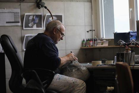 Casques « PonPon » replica chez Marty Design (+vidéo) Marty_design_francois_poncet_ponpon-hjc-6