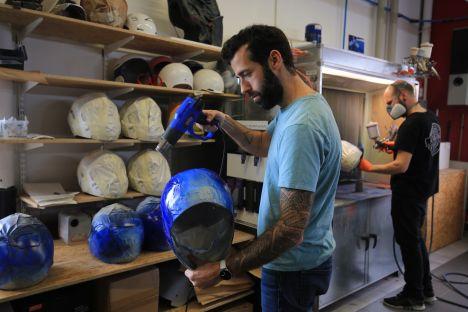 Casques « PonPon » replica chez Marty Design (+vidéo) Marty_design_francois_poncet_ponpon-hjc-9