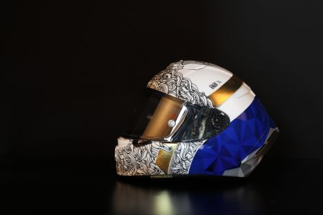 Casques « PonPon » replica chez Marty Design (+vidéo) Marty_design_francois_poncet_ponpon-shoei-19