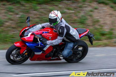 Honda CBR 1000 RR-R Fireblade - De la route à la piste, un essai complet