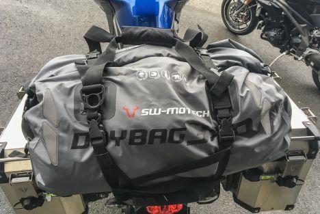 Essai du sac étanche SW-Motech Drybag 350 - Zéro défaut !