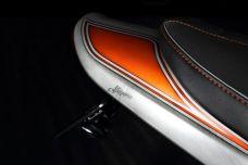 """Une Kawasaki Z900RS avec peinture """"effet"""" métal brossé par CPC2R"""