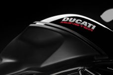 "La Ducati Monster 1200 S se pare d'une robe ""Black on Black"""