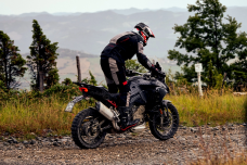 La Ducati Multistrada V4 2021 surprise lors d'un roulage enduro