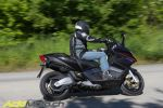 Aprilia SRV 850 - Scooter en mode dragster urbain